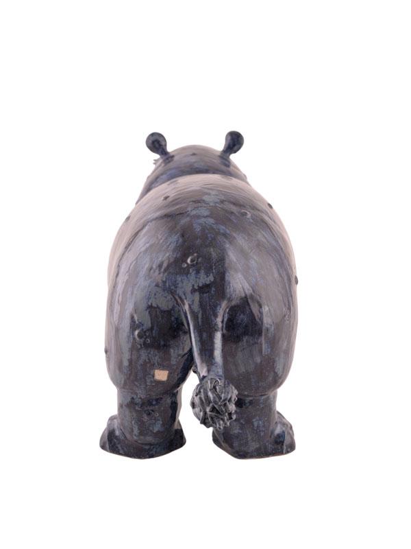 sculpture en céramique, hippopotame vu de dos